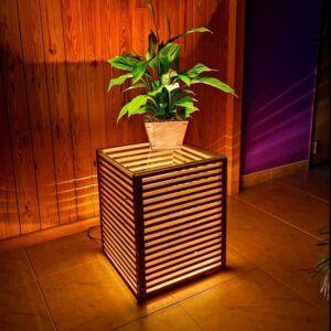 Mesita de madera auxiliar con luz
