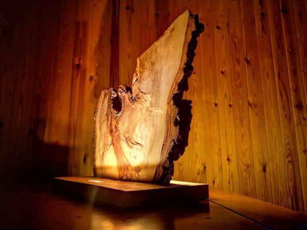 Lampara rustica de madera veteada, decoracion del hogar