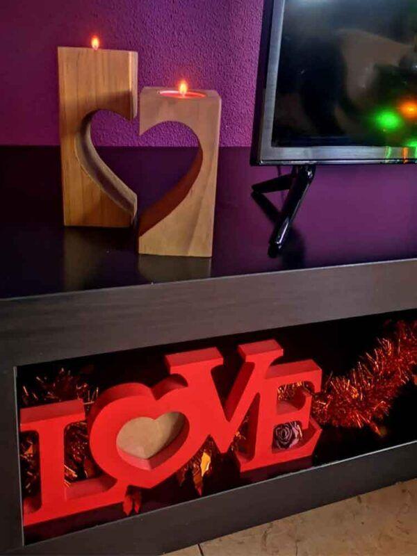 Lampara de madera en forma de corazon