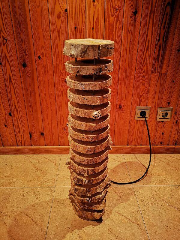 Lampara de pie de madera