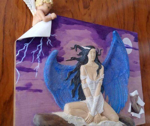 bajorrelieve en madera, angel caido, decoracion hogar