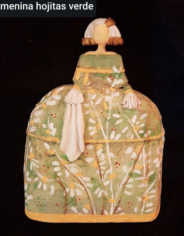menina hojitas verdes, decorackion, papel reciclado