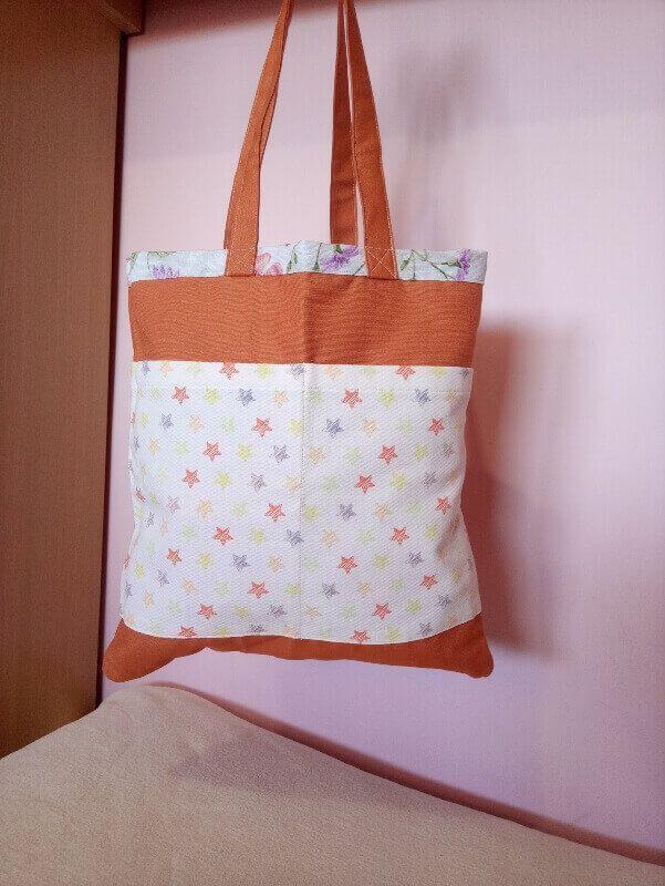 bolsa de tela, bolsa hecha a mano, bolsa de flores, bolsa reversible, bolsa con bolsillos, bolsa estampado floral, bolsa con estrellas