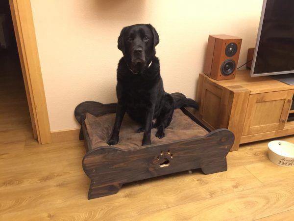 cama para perros artesanal de madera