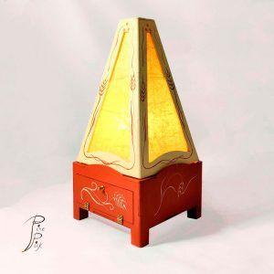 Lampara de madera, Lámpara artesanal realizada en madera y pintada a mano. e