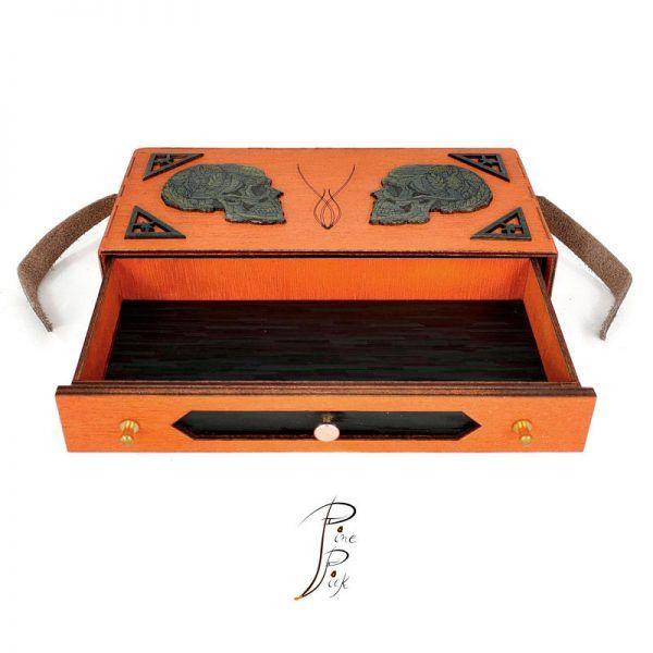 Estuche artesanal de madera y cuero