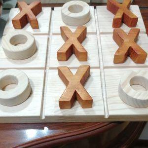Juego tres en raya de madera