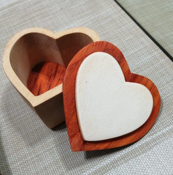 Joyero de madera artesanal